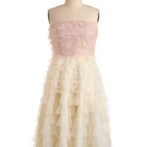 Modcloth Dresses - Strapless Formal layered Swan Cloud Dress in Pink